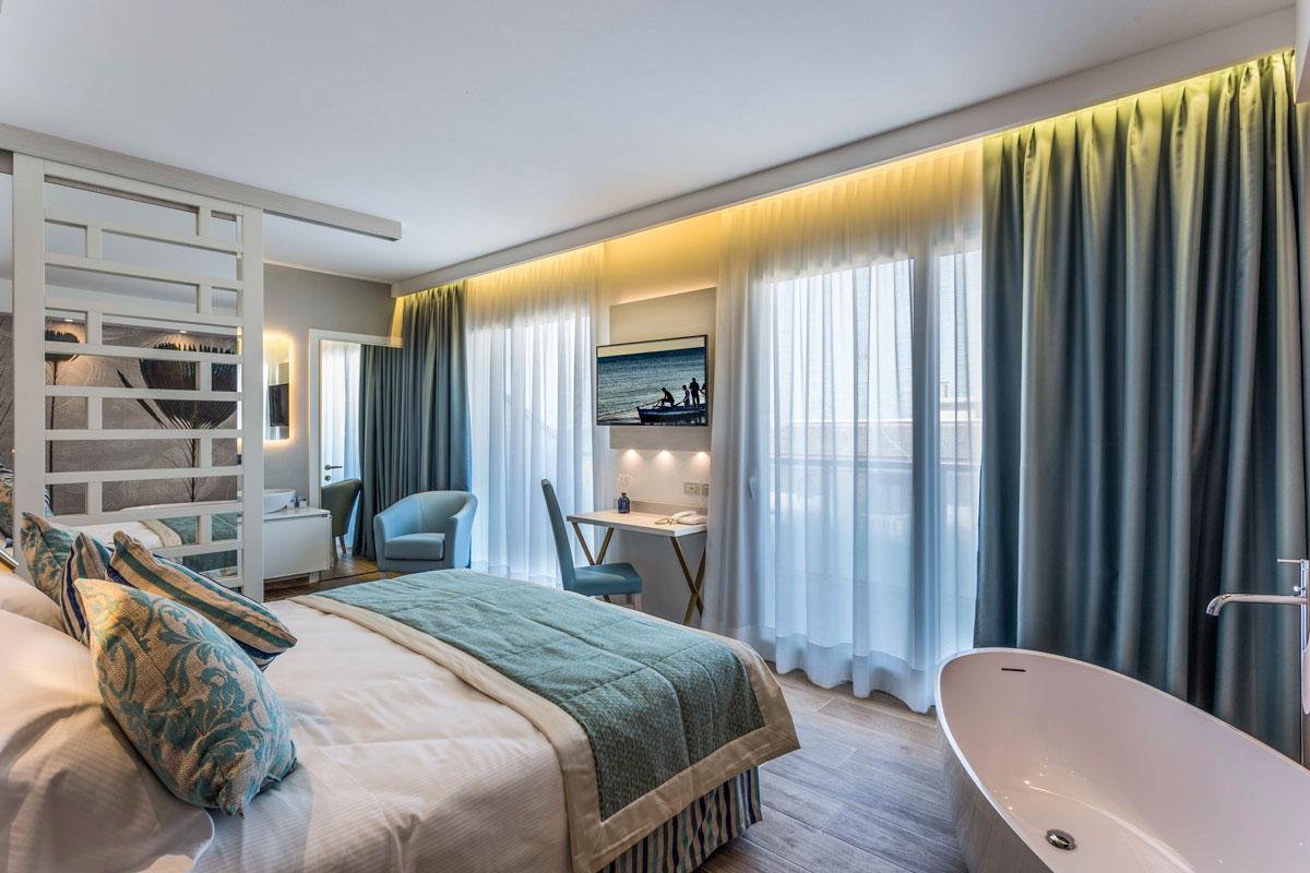 https://www.gruppo5.it/wp-content/uploads/2019/03/arredamenti-suite-hotel-bibione-7.jpg
