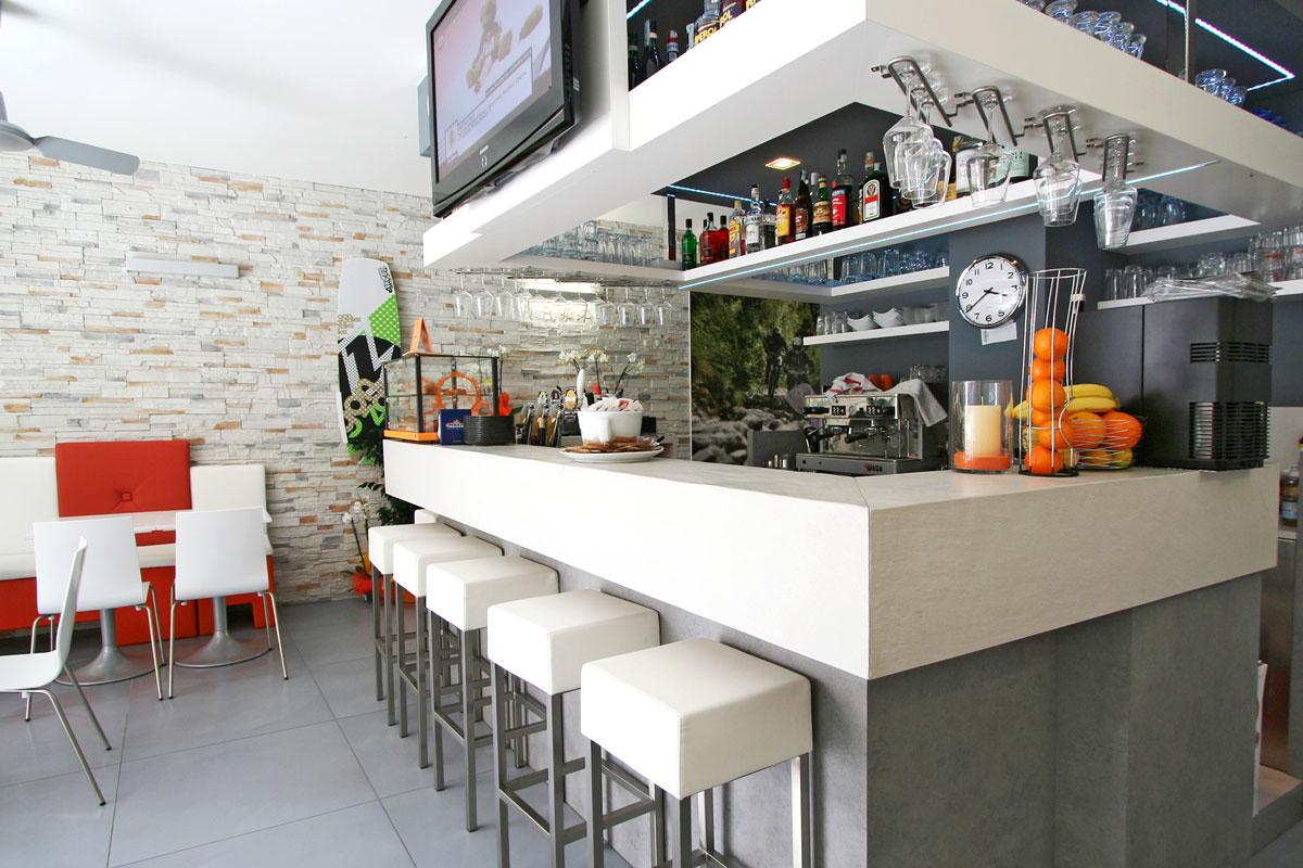 Arredi Bar Moderni bar gardesana | gruppo 5 | custom-made furnishings for
