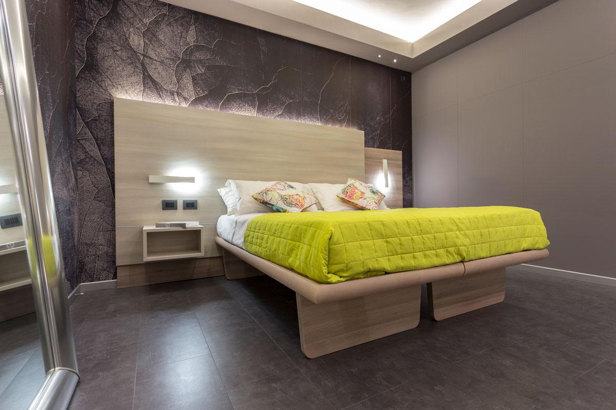 arredamento camera moderna testata in legno