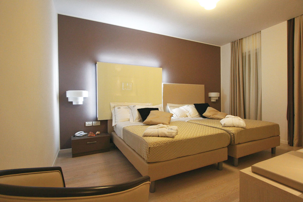 arredo camera moderno letto king size