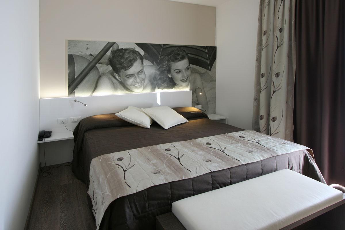 https://www.gruppo5.it/wp-content/uploads/2019/03/arredi-camere-hotel-1.jpg