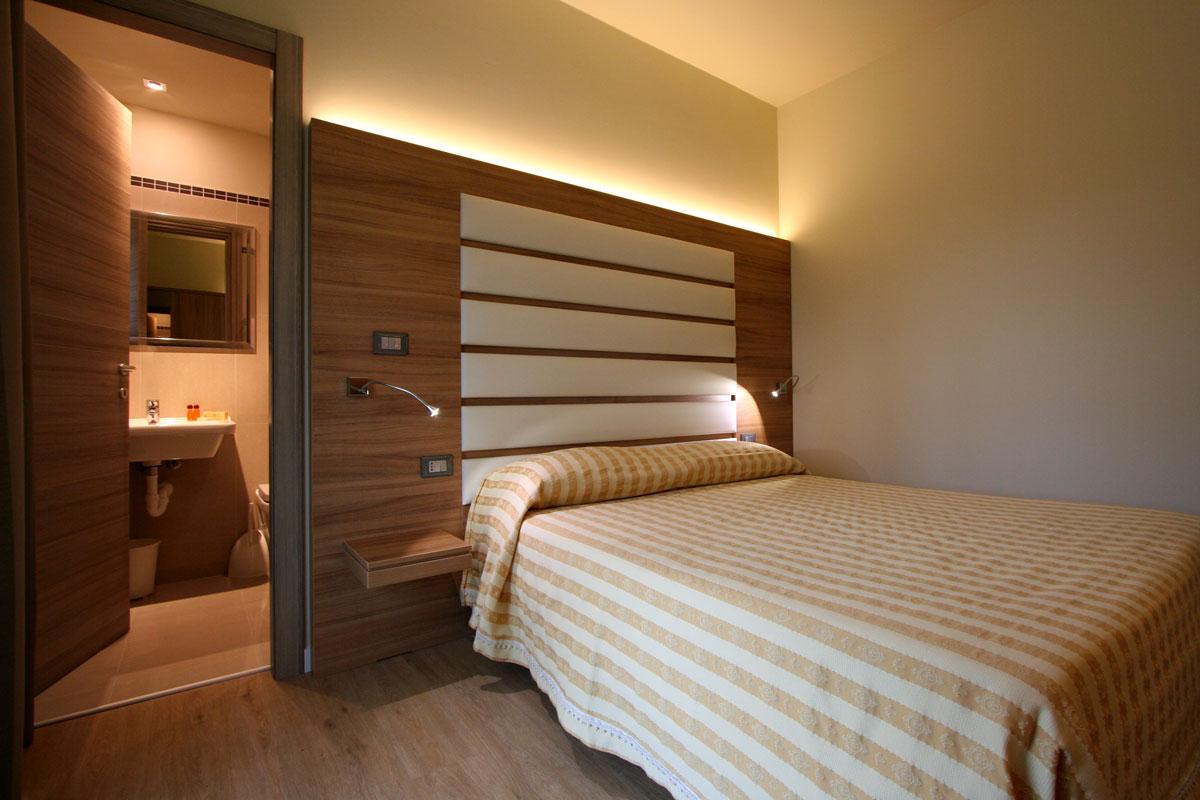 camera stile minimal legno
