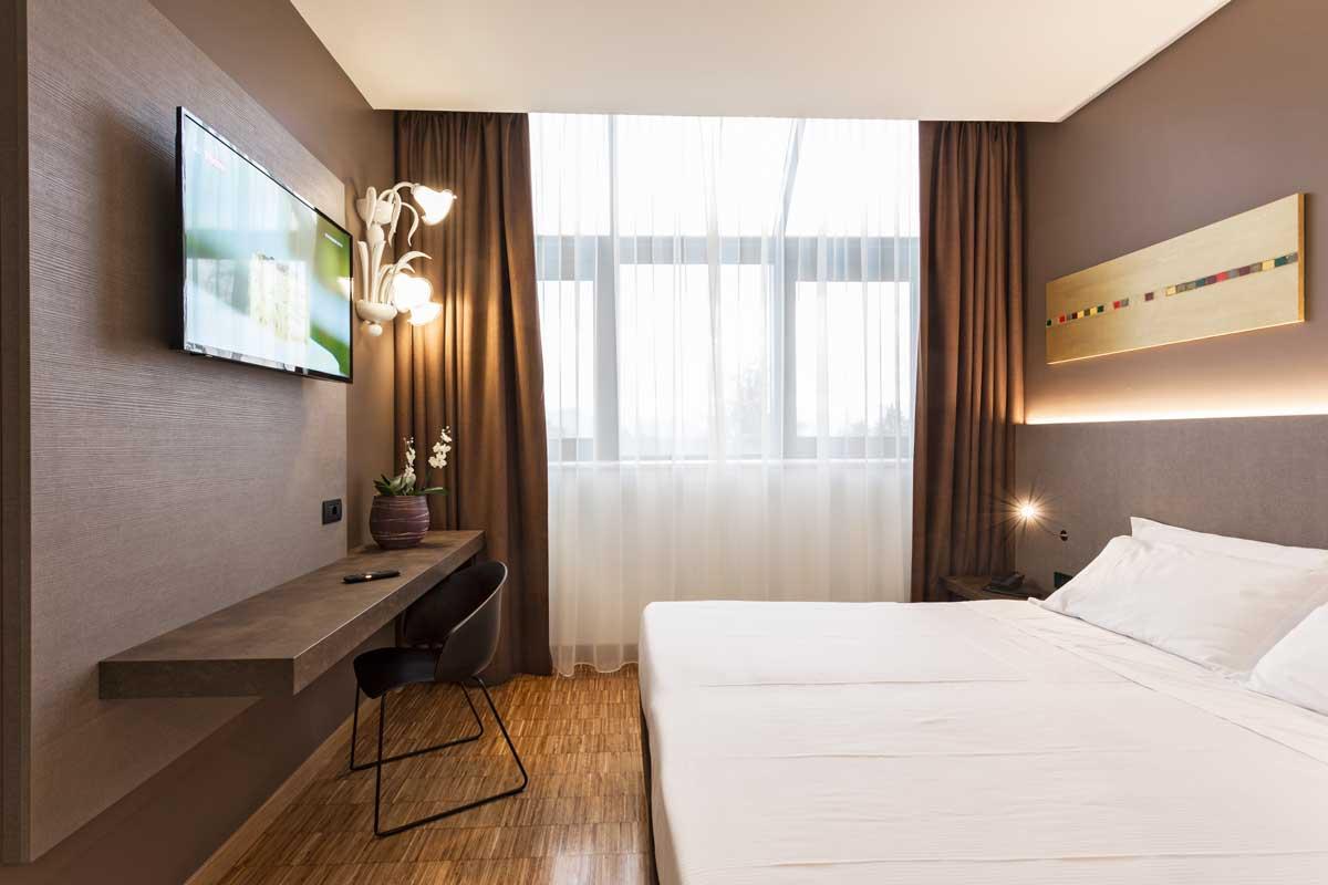 https://www.gruppo5.it/wp-content/uploads/2019/03/arredo-legno-hotel-vicenza.jpg