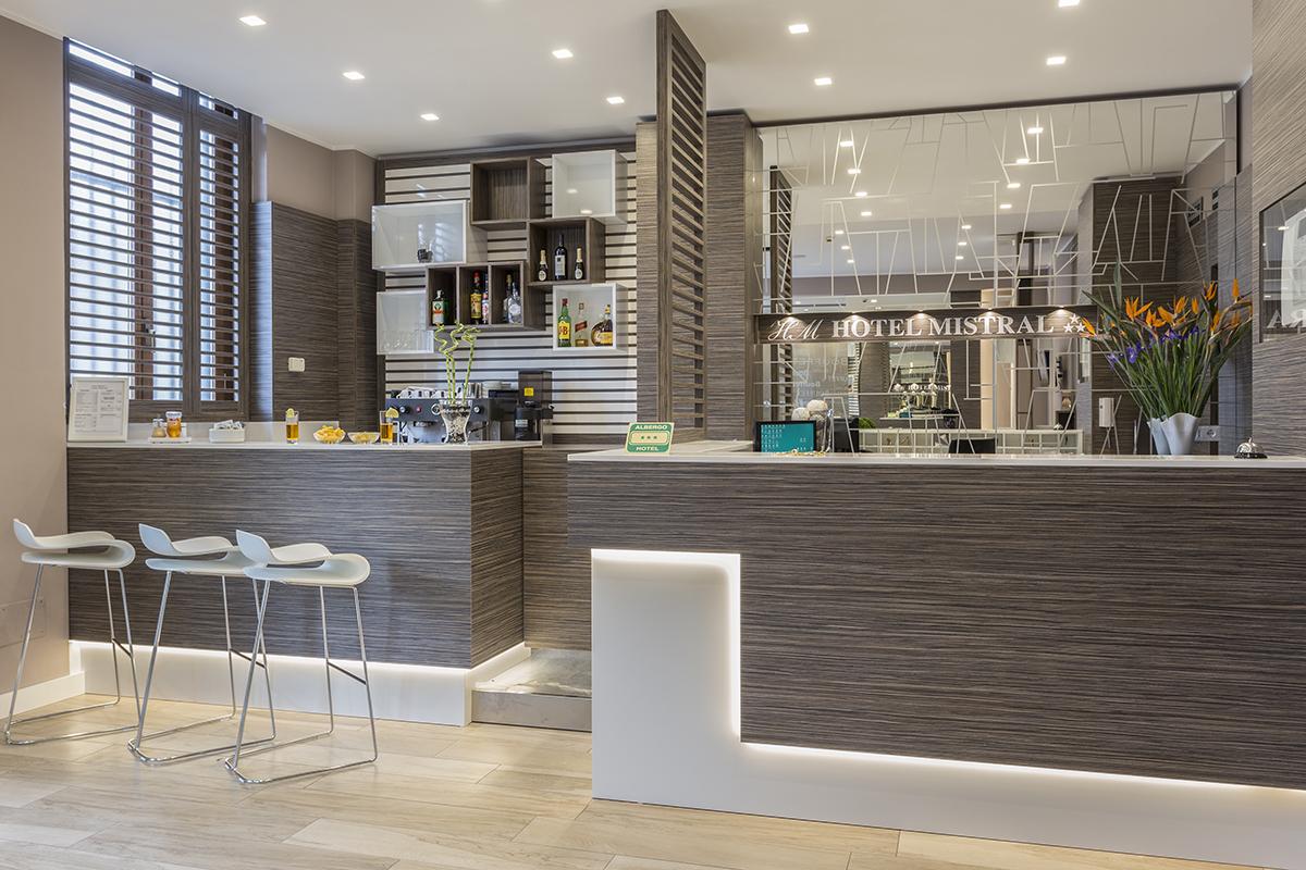 bar hotel moderno