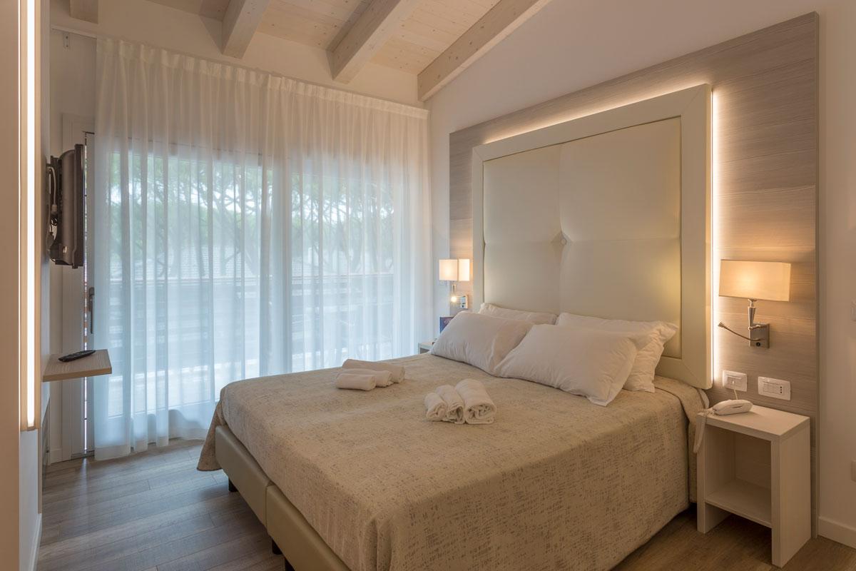 https://www.gruppo5.it/wp-content/uploads/2019/03/mobili-moderni-hotel-eraclea-5.jpg