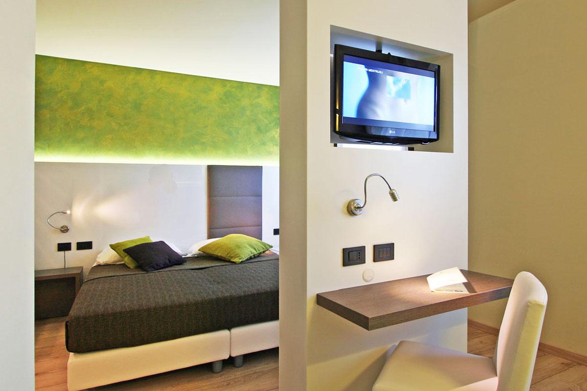 camera albergo pavimento legno