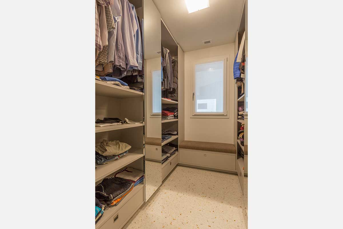 camera-matrimoniale-cabina-armadio-10