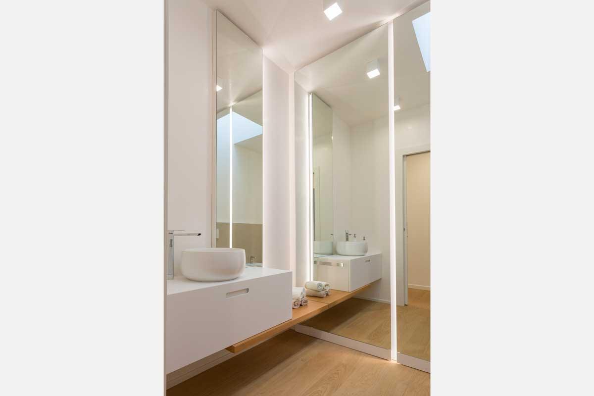 1-arredo-bagno-mensola-legno-lavabo-appoggio