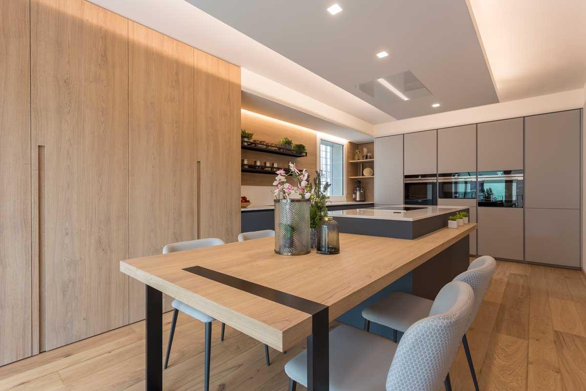 1-cucina-moderna-legno-antracite