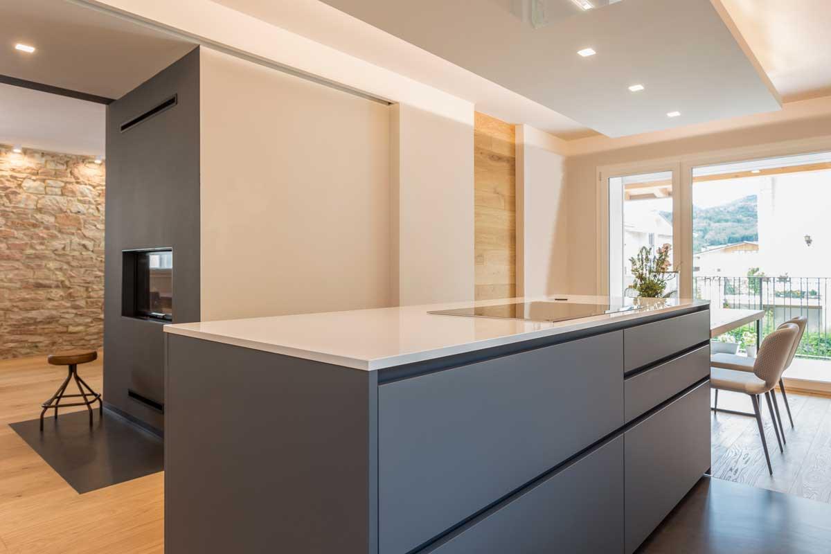 10-cucina-moderna-legno-antracite