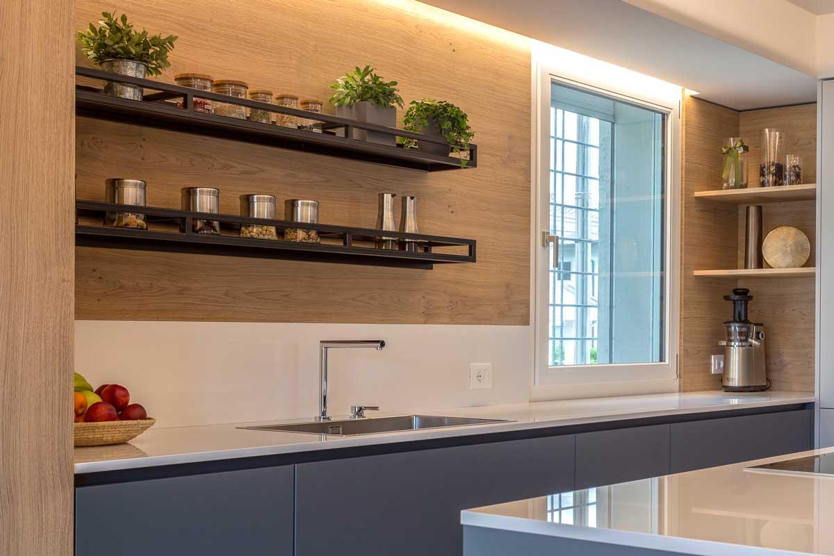 14-cucina-moderna-legno-antracite