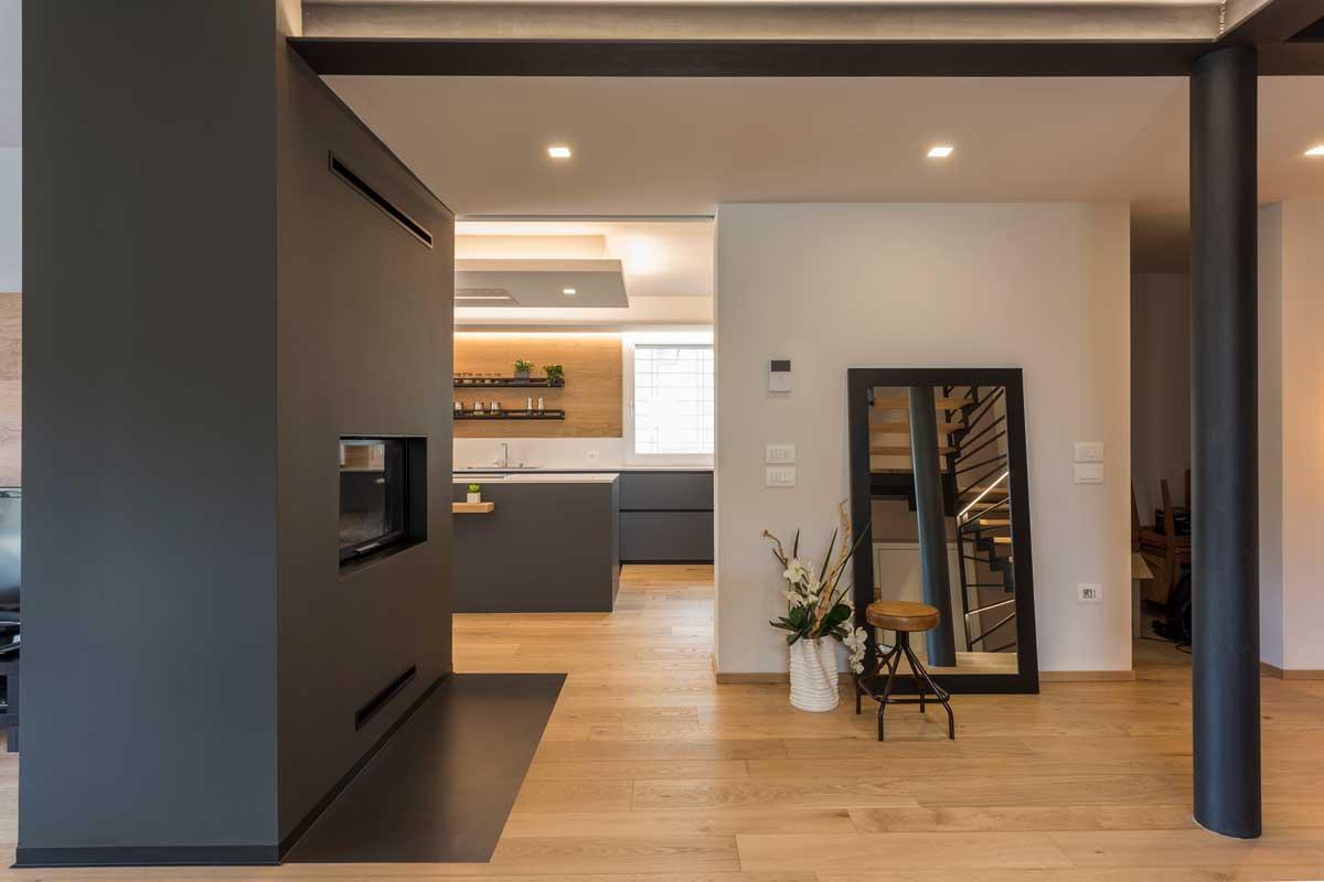 18-cucina-moderna-legno-antracite