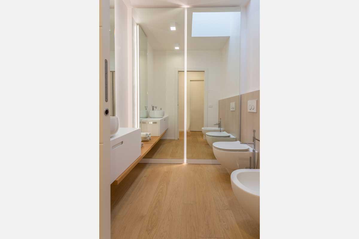 2-arredo-bagno-mensola-legno-lavabo-appoggio