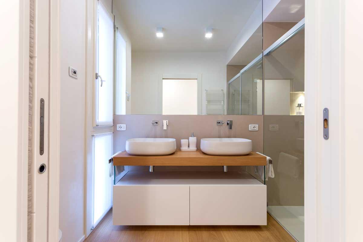 2-mobile-bagno-sospeso