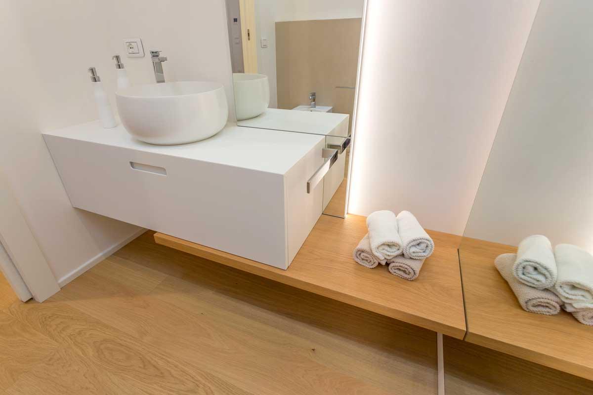 3-arredo-bagno-mensola-legno-lavabo-appoggio