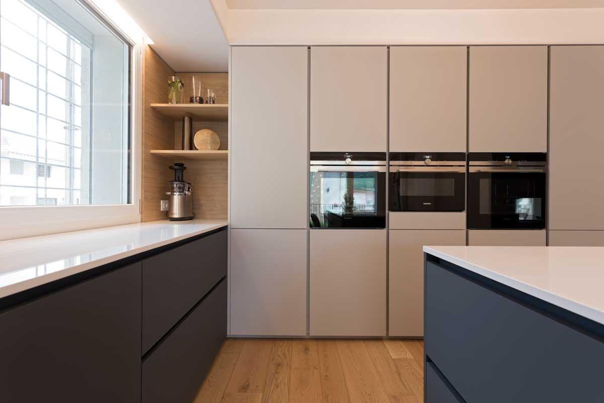 3-cucina-moderna-legno-antracite