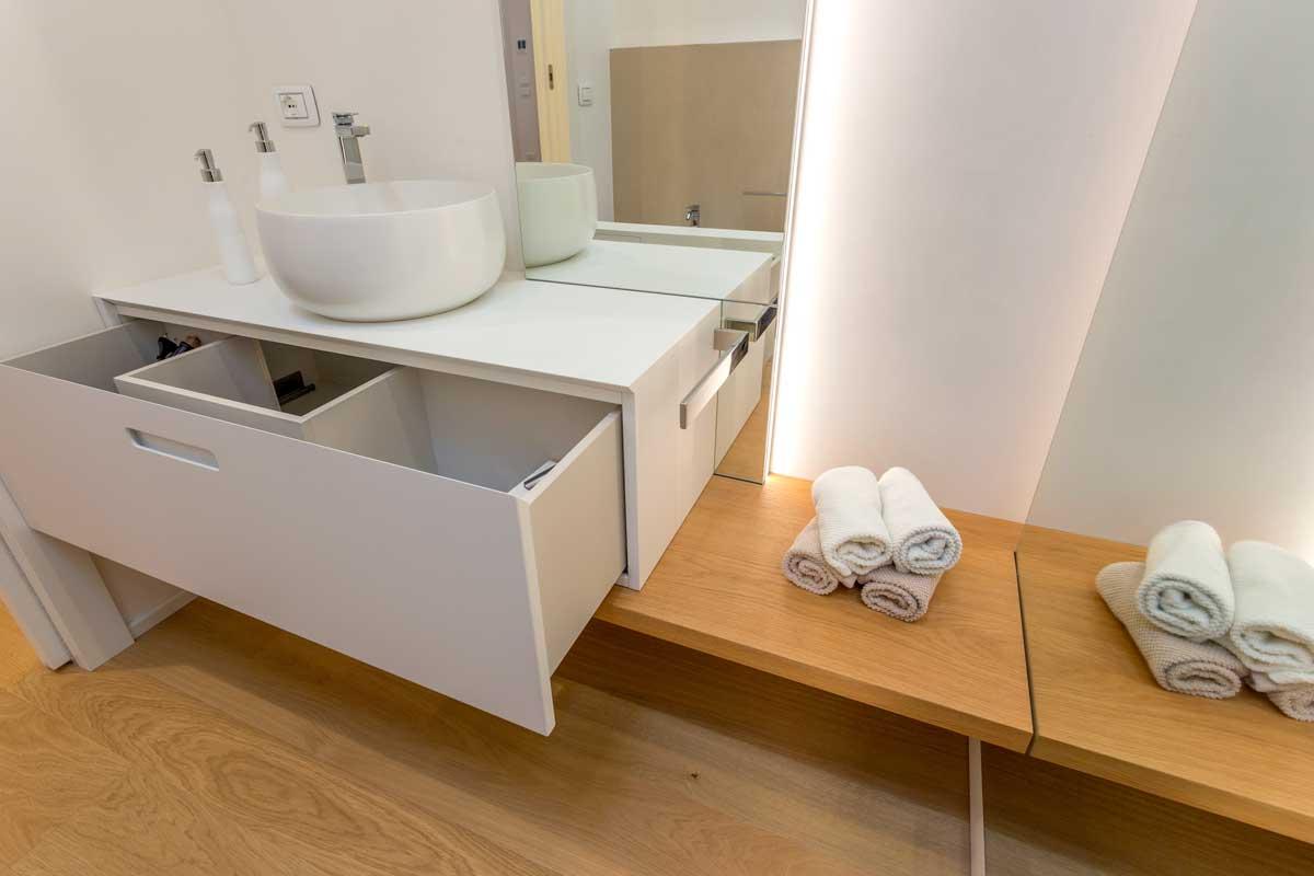 4-arredo-bagno-mensola-legno-lavabo-appoggio