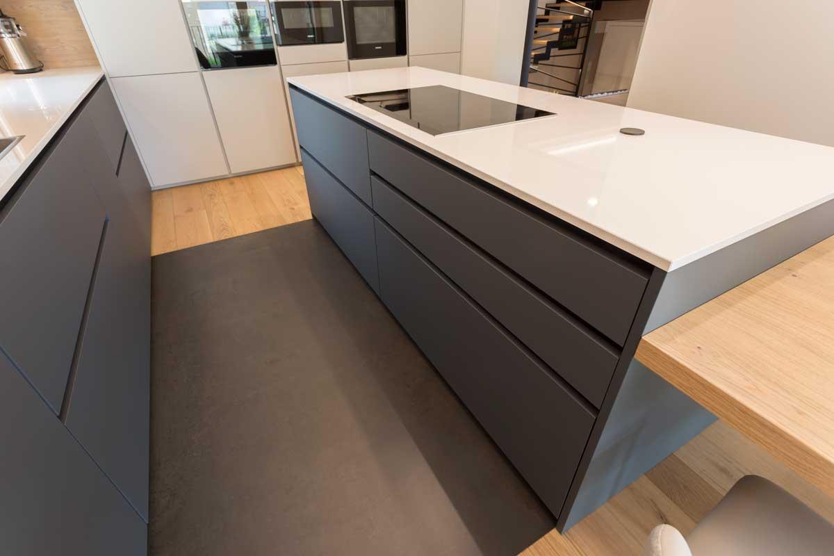 8-cucina-moderna-legno-antracite