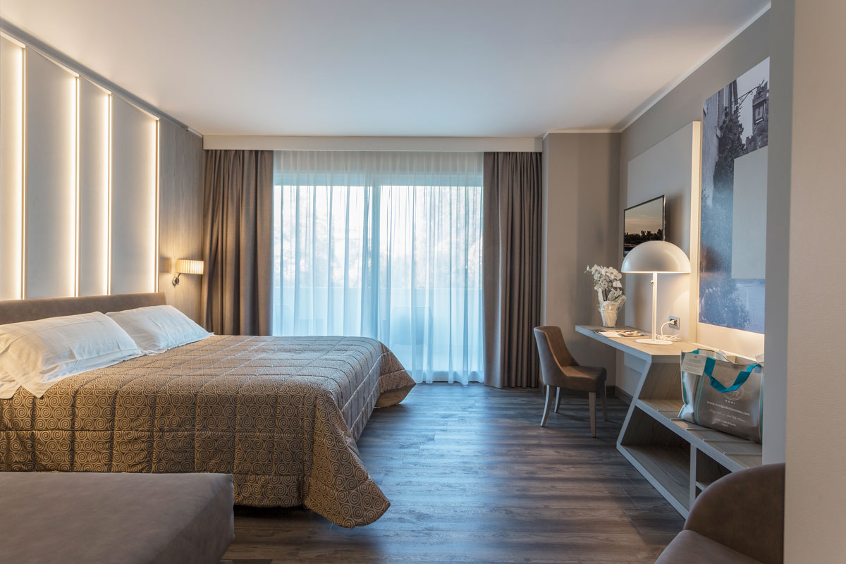 https://www.gruppo5.it/wp-content/uploads/2020/07/1-arredo-hotel-camere-moderne-lazise.jpg