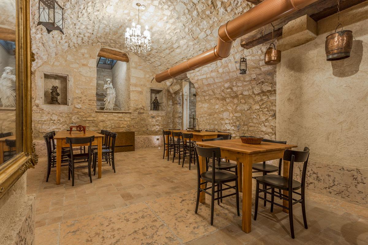 10-arredo-rustico-moderno-sala-degustazione