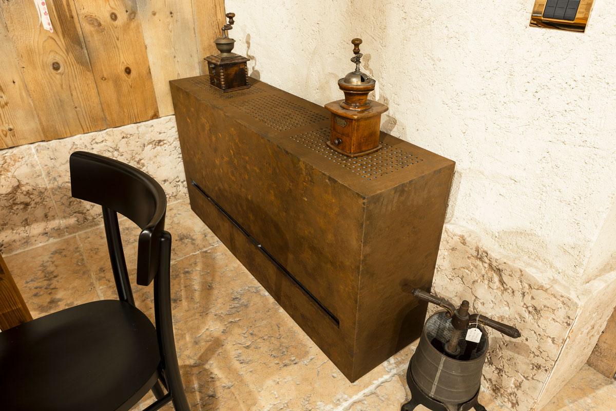 11-arredo-rustico-moderno-sala-degustazione