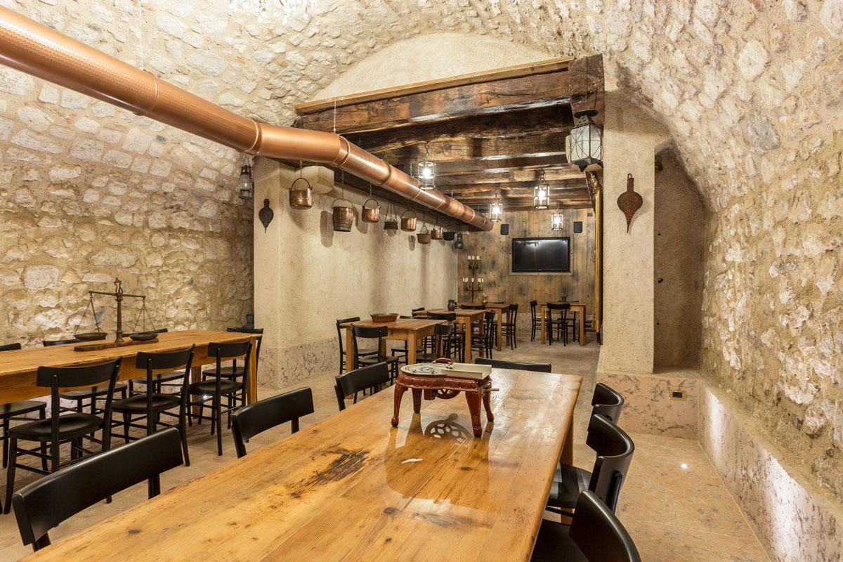 19-arredo-rustico-moderno-sala-degustazione