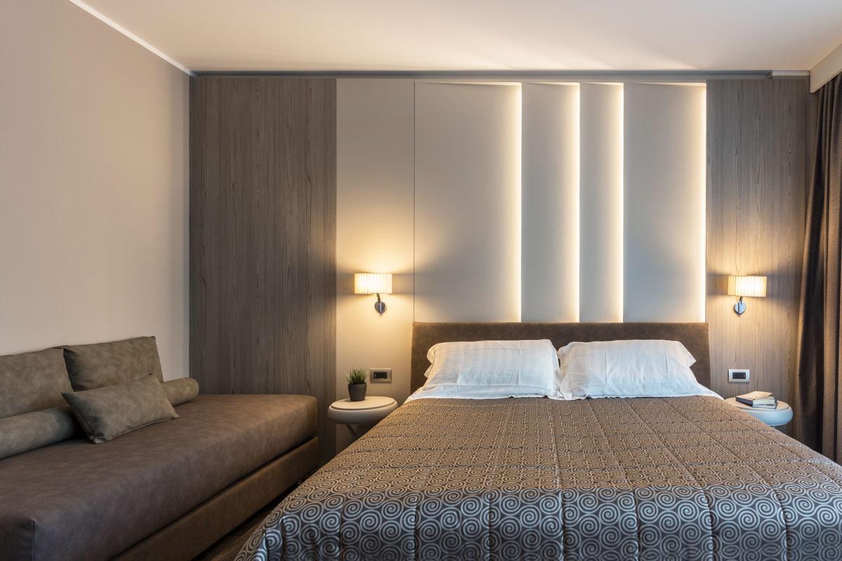 2-arredo-hotel-camere-moderne-lazise