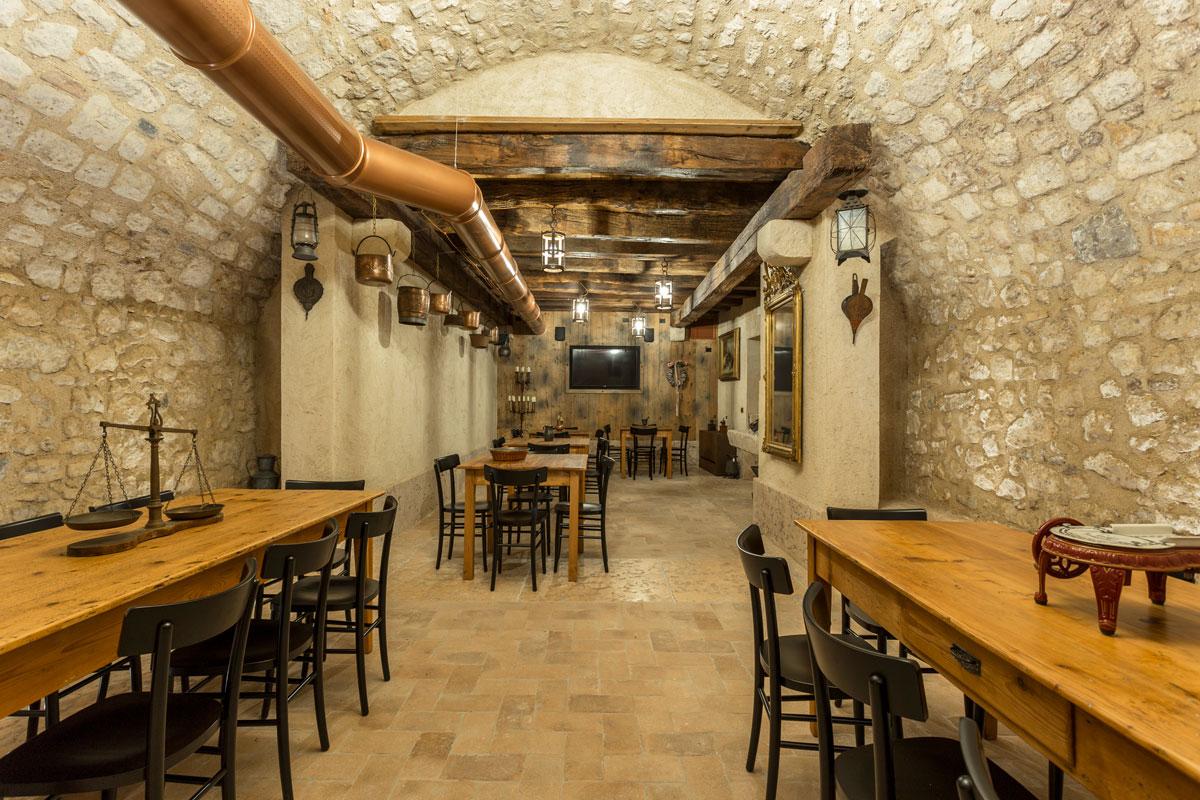 20-arredo-rustico-moderno-sala-degustazione