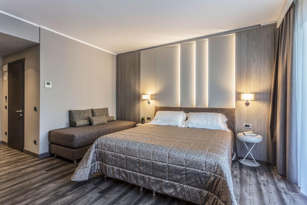 3-arredo-hotel-camere-moderne-lazise