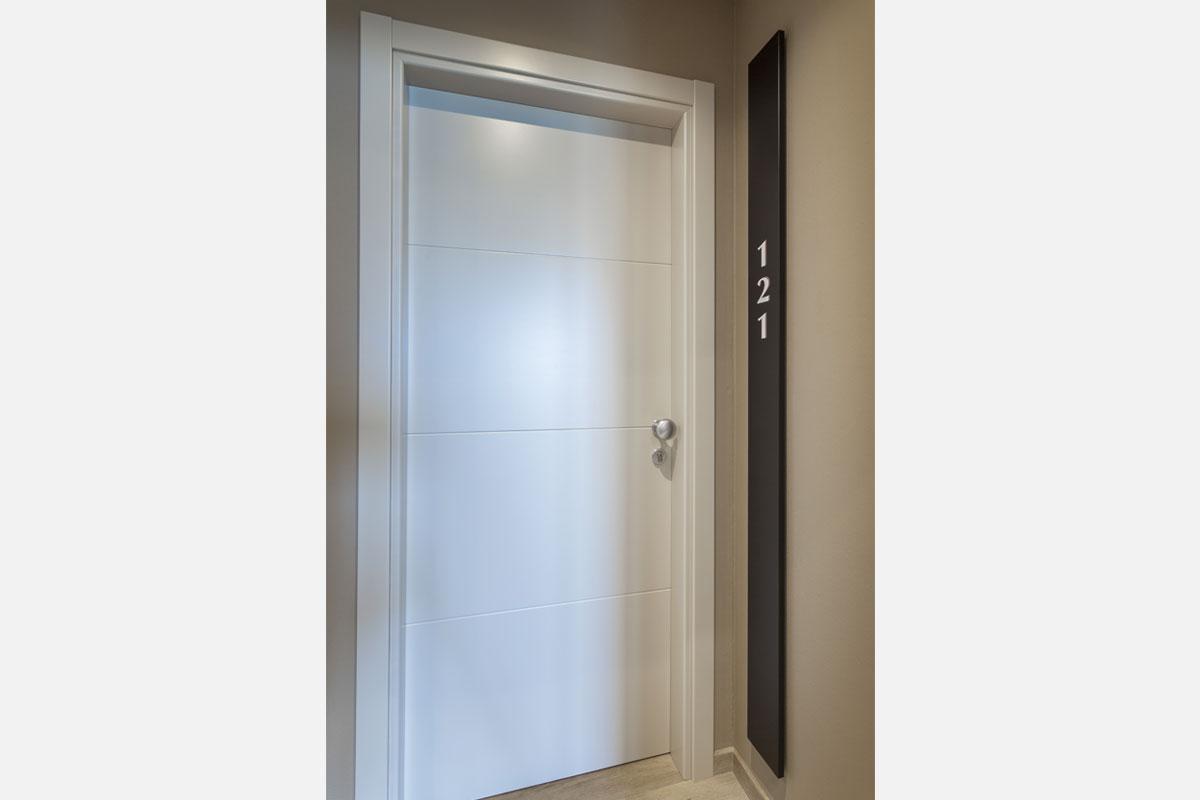 3-corridoio-hotel-arredo-moderno-minimale