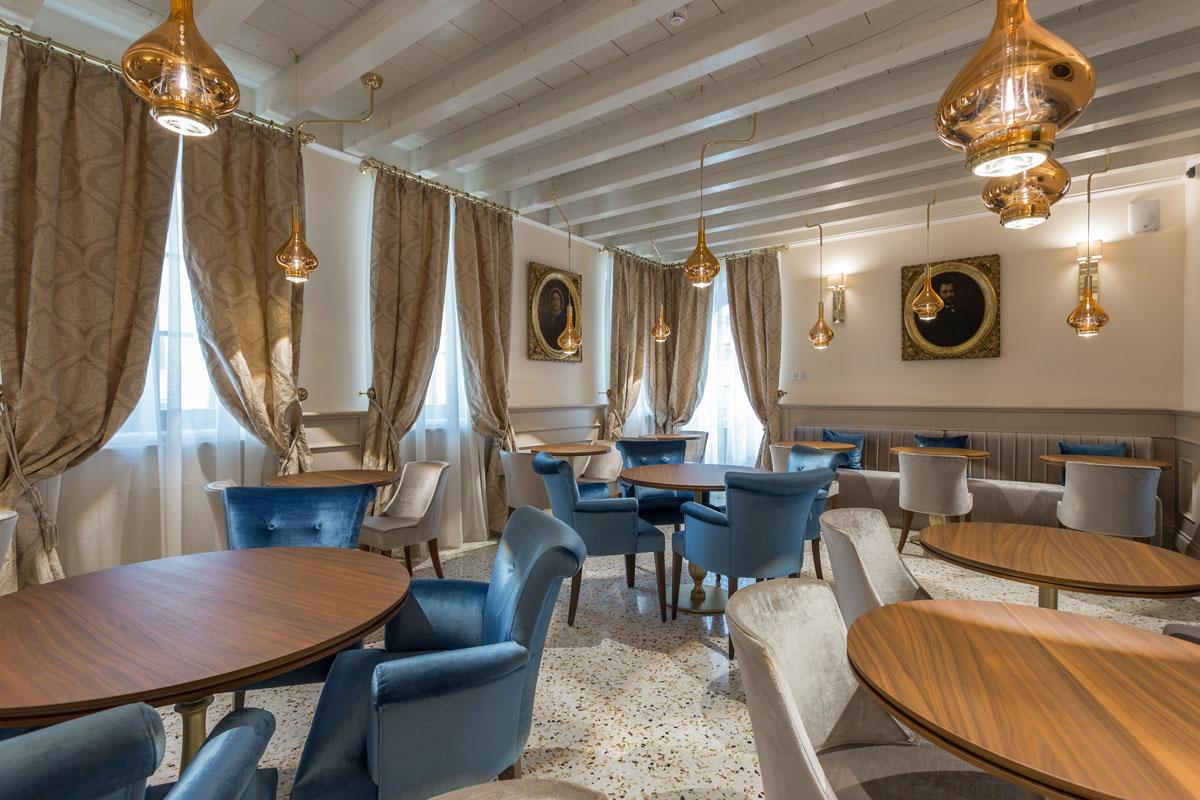 https://www.gruppo5.it/wp-content/uploads/2020/07/36-arredamento-sala-colazioni-hotel-lusso.jpg