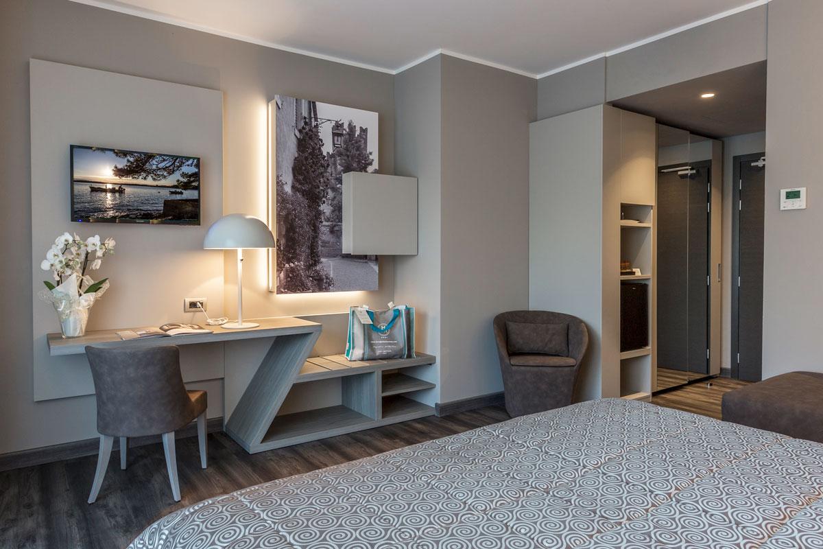 4-arredo-hotel-camere-moderne-lazise