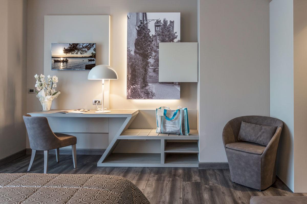 5-arredo-hotel-camere-moderne-lazise