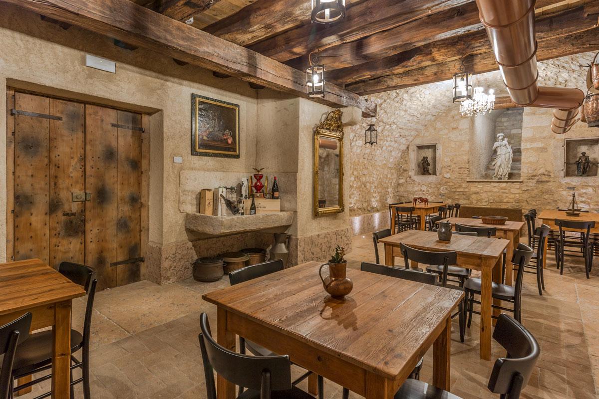 5-arredo-rustico-moderno-sala-degustazione