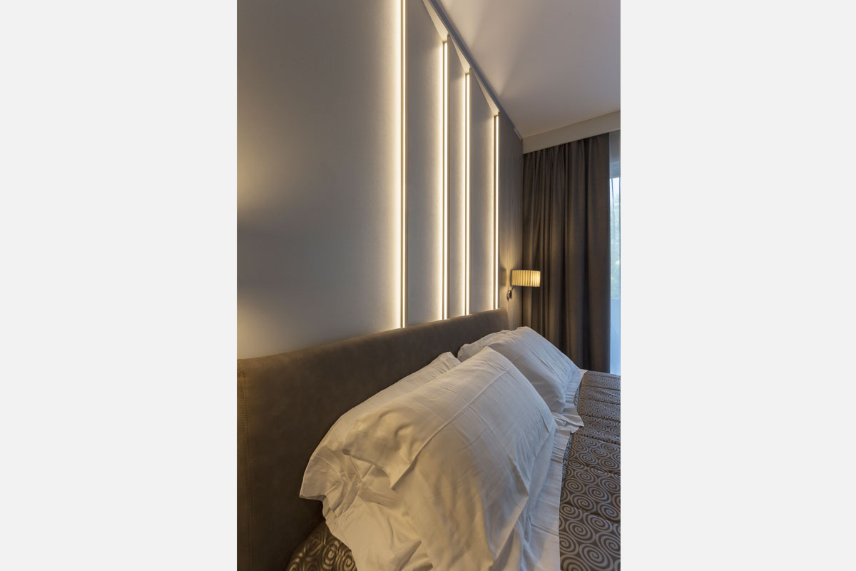 6-arredo-hotel-camere-moderne-lazise