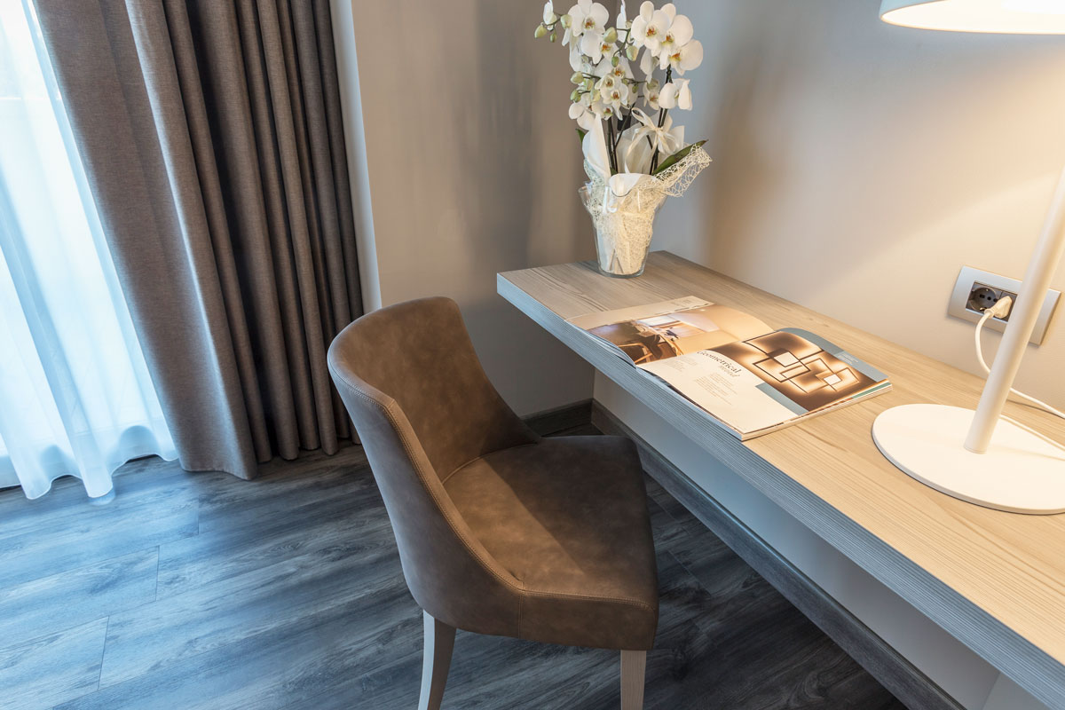 9-arredo-hotel-camere-moderne-lazise