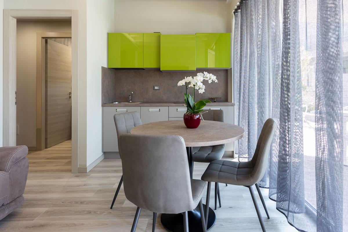 https://www.gruppo5.it/wp-content/uploads/2020/08/arredo-residence-moderno-minimal-2.jpg