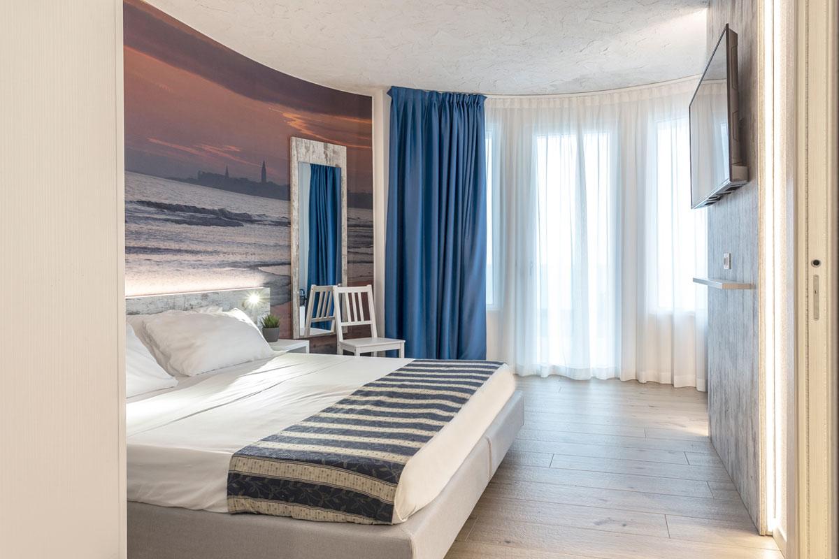 https://www.gruppo5.it/wp-content/uploads/2020/11/1new-arredo-moderno-hotel-mare-caorle.jpg