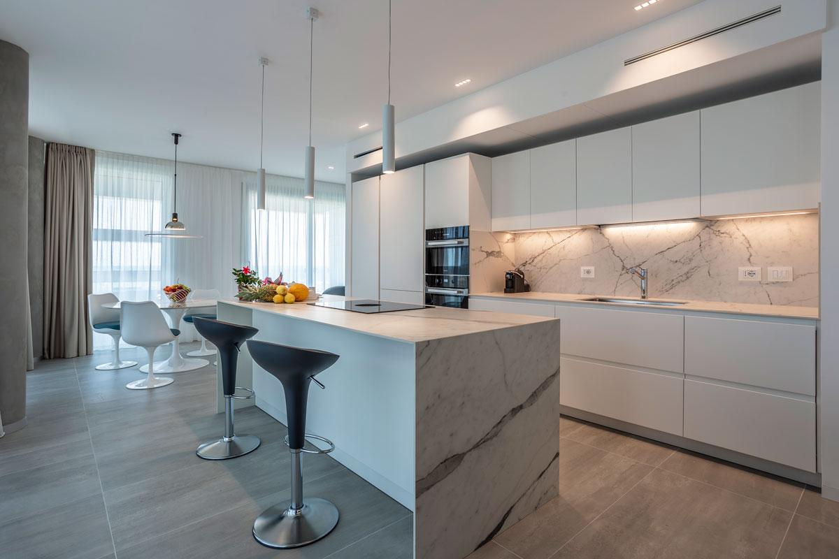 https://www.gruppo5.it/wp-content/uploads/2021/07/15-arredo-residence-mare-moderno-raffinato.jpg