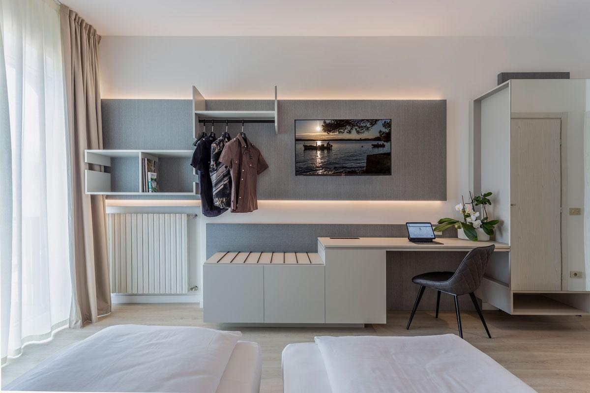 5-arredo-moderno-funzionale-hotel-mare