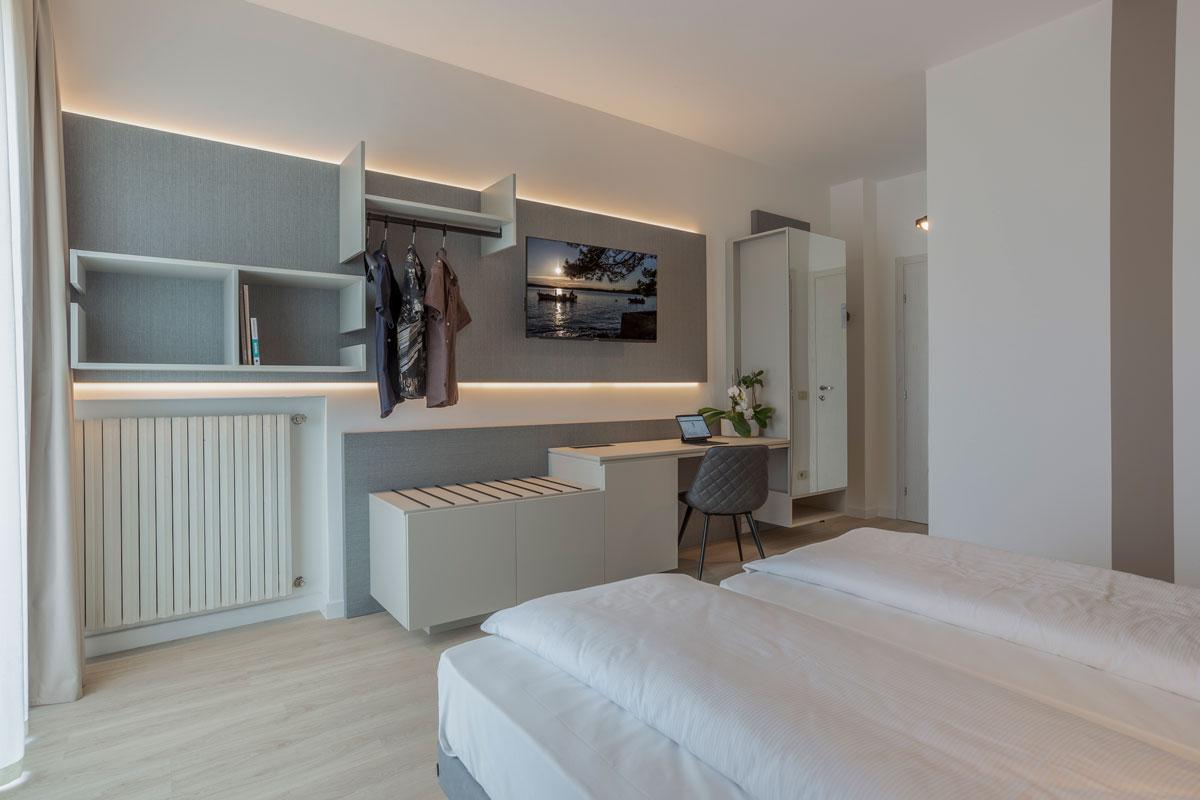 6-arredo-moderno-funzionale-hotel-mare