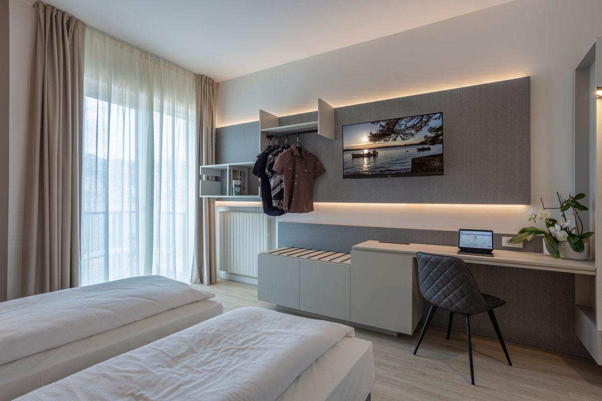 8-arredo-moderno-funzionale-hotel-mare